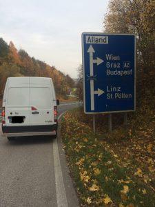 Koeriers bus onderweg in Oostenrijk vanuit Nijkerk